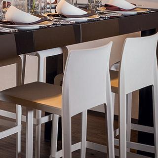 Alquiler de sillas altas, taburetes y bancos
